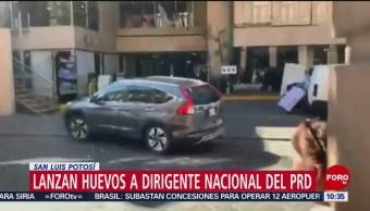 Lanzan huevos a dirigente nacional PRD en San Luis Potosí