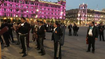 fOTO:Alrededor de 70 mariachis se manifiestan en Palacio Nacional con una serenata al presidente de México, 8 marzo 2019