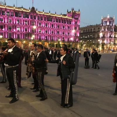 Mariachis llevan serenata a AMLO para exigirle más seguridad en Garibaldi