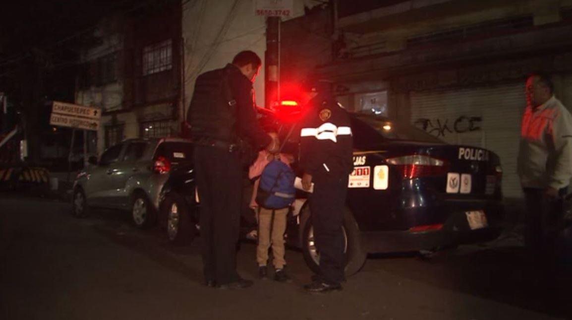 Foto: Los policías trasladaron al pequeño a la Fiscalía Central de Investigación para la Atención de Niñas, Niños y Adolescentes, el 3 de marzo de 2019 (Noticieros Televisa)