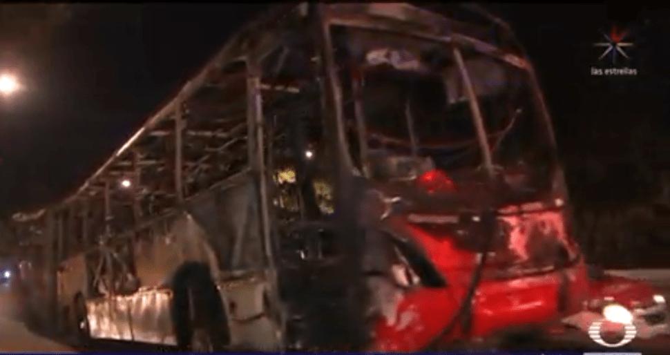Foto: Metrobús incendiado en la línea 2, 26 de marzo de 2019, Ciudad de México