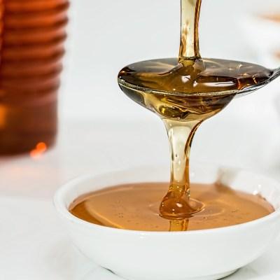 ¿Por qué los bebés no deben comer miel?