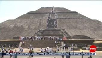 Miles de personas se cargan de energía en Teotihuacán