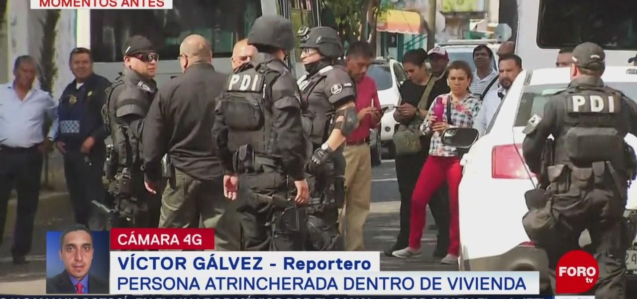 Foto: Movilización policiaca por mujer retenida en una vivienda en Miguel Hidalgo