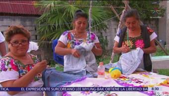 Mujeres mayas emprendedoras conservan tradición en artesanías