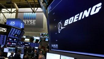 Foto: El logotipo de la compañía Boeing se muestra en una pantalla en el piso de la NYSE en Nueva York, 12 de marzo de 2019 (Reuters)