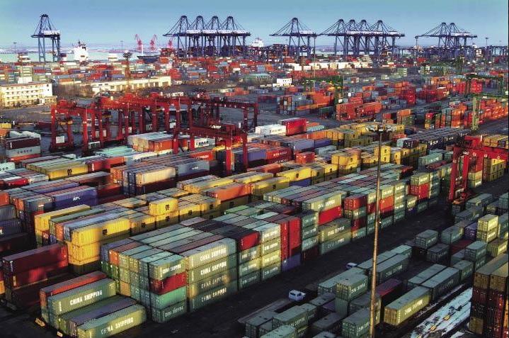 Foto: Traslado de mercancías en el puerto de Manzanillo, 19 de marzo 2019. Twitter @vadenuezmzo
