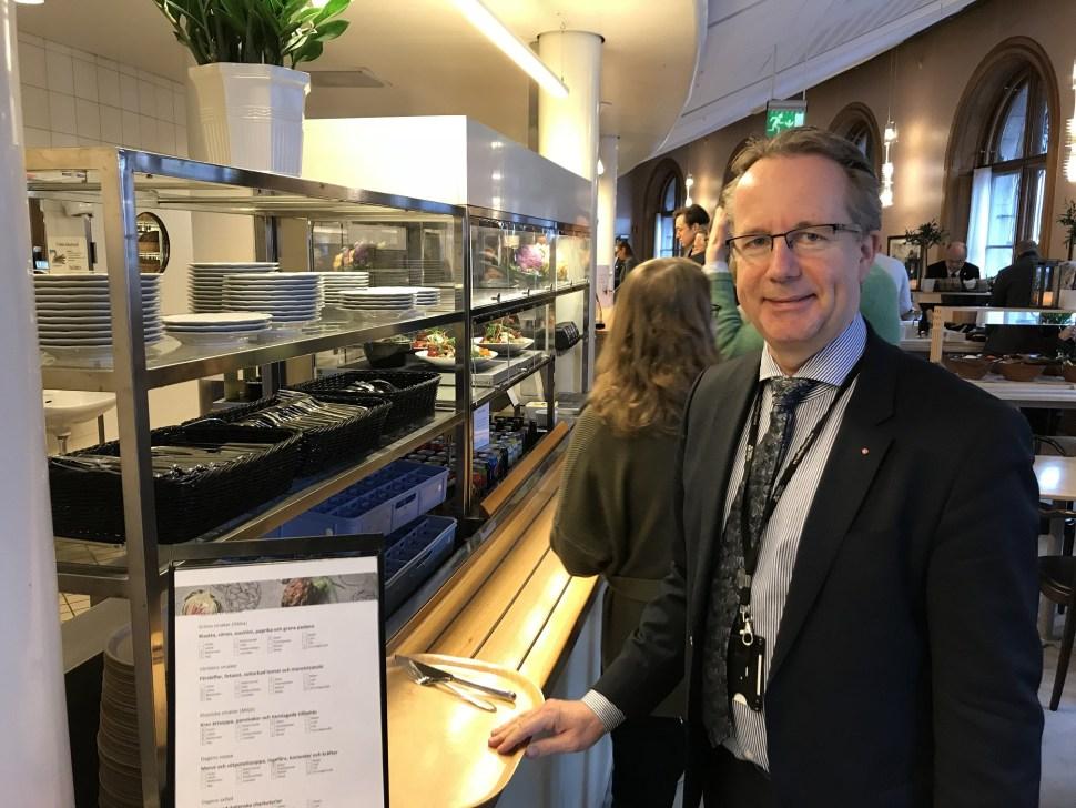 'Representar a los ciudadanos es un privilegio en sí, ya que tenemos la oportunidad de influir en el rumbo del país', dice Håkansson (BBC News)