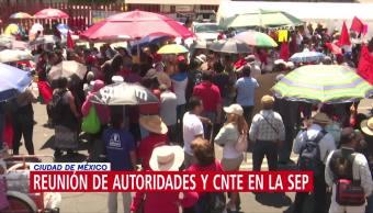 Reunión de autoridades y CNTE en la SEP