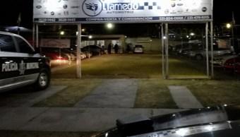 Foto: Roban siete vehículos de un lote de autos ubicado sobre la avenida del Tule en la Colonia Puertas del Tule Zapopan, Jalisco, marzo 5 de 2019 (Twitter: @Mizaga_25)