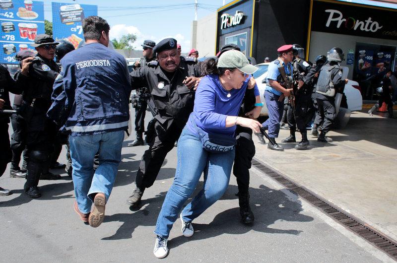 policia de nicaragua utiliza violencia contra manifestantes hay mas de 60 detenidos