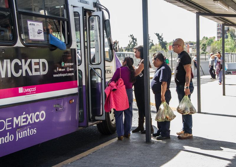 choferes de transporte concesionado agreden a conductores de transporte privado