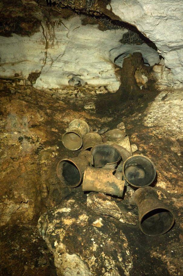 Se estima que existen cientos de artefactos intactos al interior de las cámaras ceremoniales de la cueva de Balamkú (Cuartoscuro)