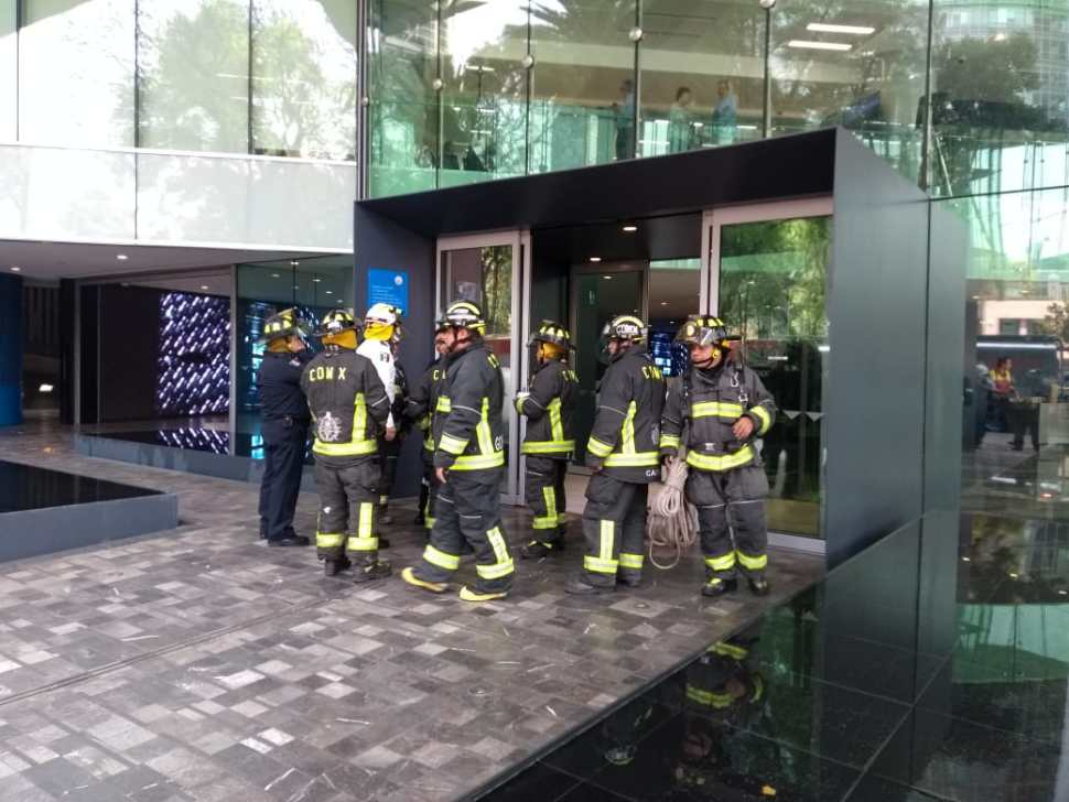 FOTO Se registra columna de humo en Torre Bancomer CDMX (S.Servín cdmx 14 marzo 2019
