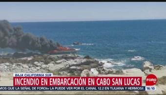 FOTO: Se registra incendio en embarcación en Cabos San Lucas, 25 marzo 2019
