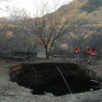 Se abre enorme socavón en Coyuca de Catalán, Guerrero