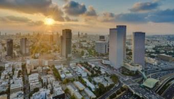 Foto: La puesta de sol sobre el mar mediterráneo y la ciudad de Tel-Aviv, 31 marzo 2019