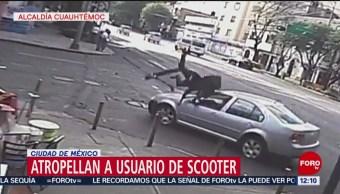 Video capta cómo auto atropella a usuario de scooter