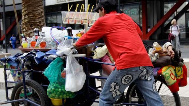 foto Comerciantes informales ganan más que profesionistas en México 31 julio 2012