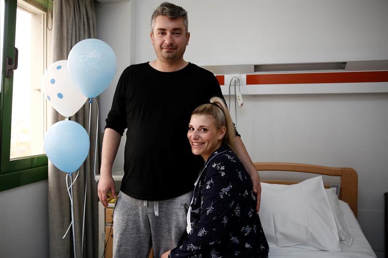 FOTO Matina Karavokyri bebe tres padres 12 ABRIL 2019