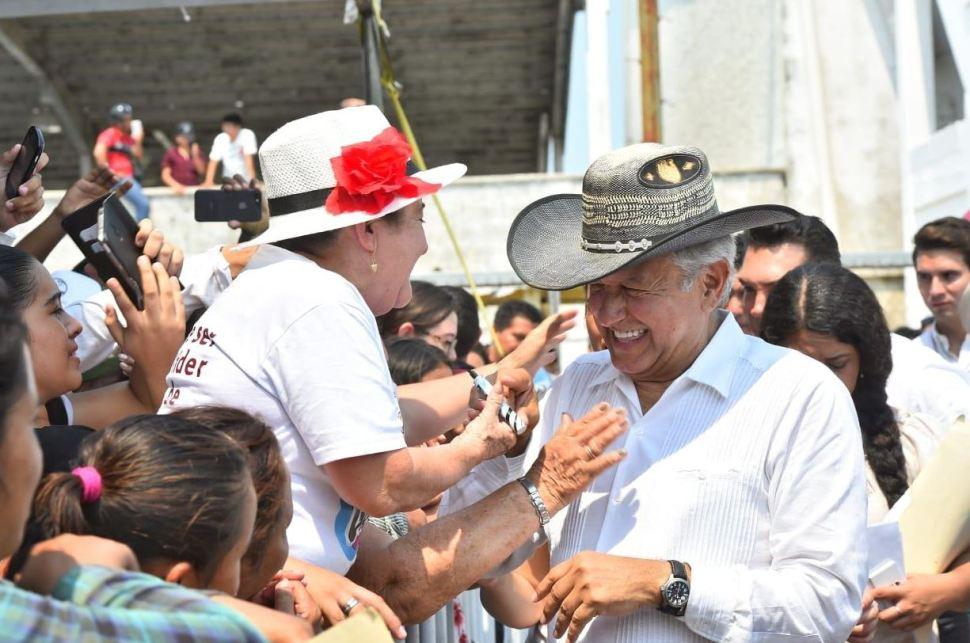 Foto: El presidente Andrés Manuel López Obrador dijo a los pescadores del país que va a buscar la forma de mejorar los precios del diésel, el 14 de abril de 2019 (Gobierno de México)