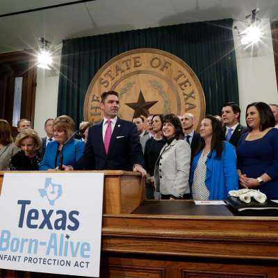 Legisladores de Texas buscan castigar el aborto con pena de muerte