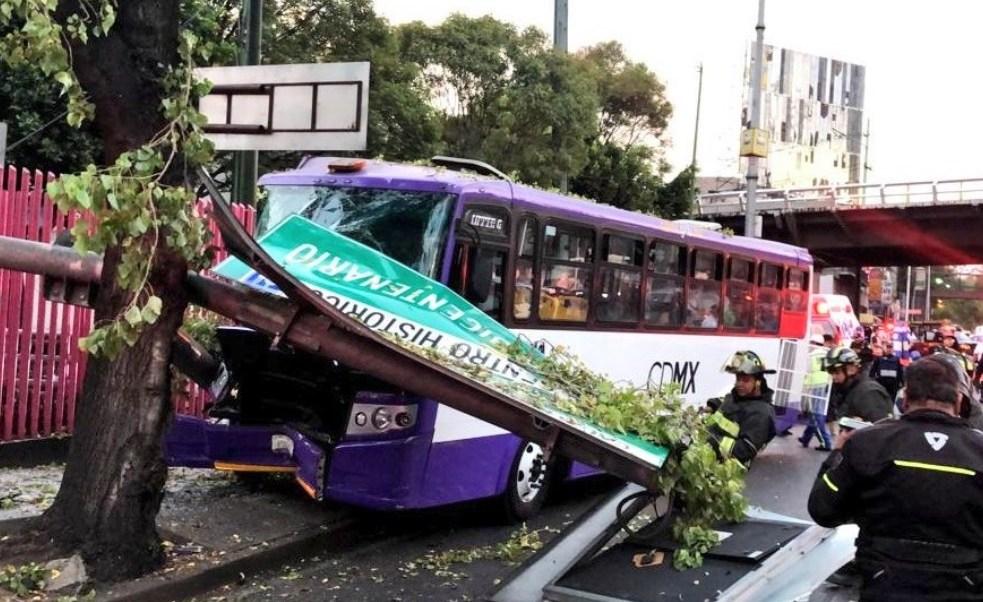 Foto: Choque de unidad del transporte público en Calzada de Tlalpan y Taxqueña, CDMX, deja varios heridos, abril 20 de 2019 (Twitter: @SUUMA_CDMX)