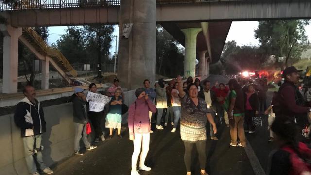 Bloqueo en la México Cuernavaca amarga inicio de vacaciones