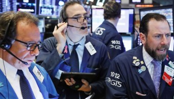 Foto: Los comerciantes trabajan en el piso de la Bolsa de Nueva York (NYSE) poco después de la campana de apertura en Nueva York, abril 2 de 2019 (Reuters)