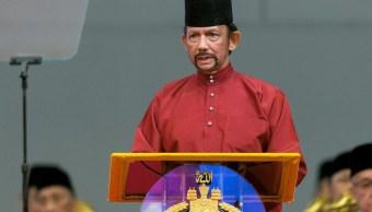 Foto: El sultán Hassanal Bolkiah de Brunei ofrece un discurso en el Centro Internacional de Convenciones en Bandar Seri Begawan en Brunéi, 3 abril 2019