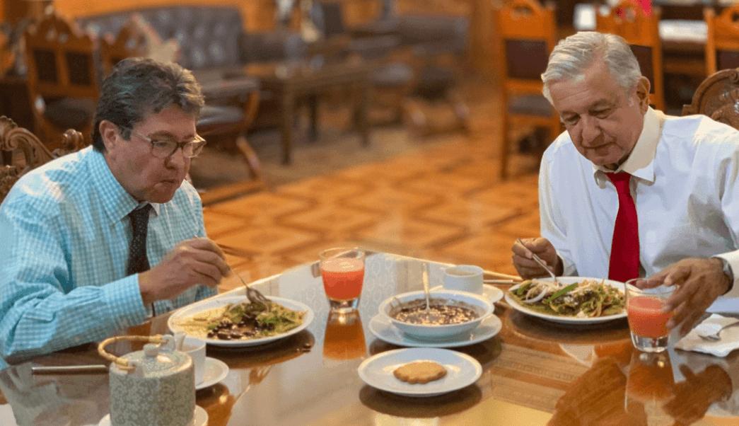 FOTO Chilaquiles para AMLO en desayuno con Ricardo Monreal (Twitter 3 abril 2019 cdmx)