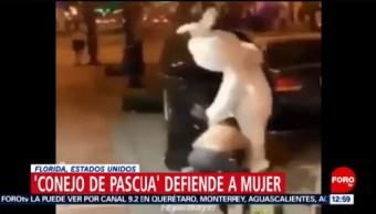 Conejo de Pascua defiende a mujer que era golpeada