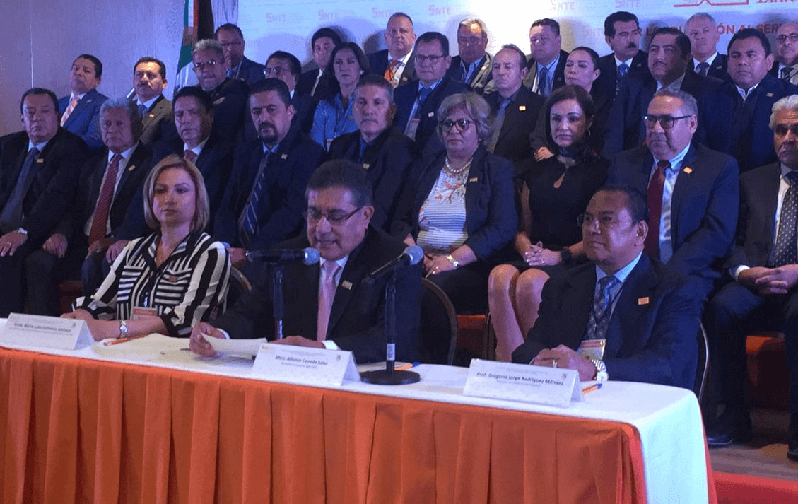 SNTE refrenda apoyo a la reforma educativa y a López Obrador