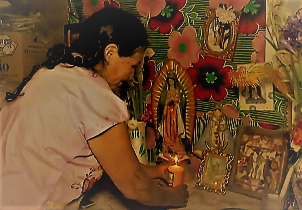 Con curandera y hierbas a falta de hospital, así se atienden pobladores de Oaxaca