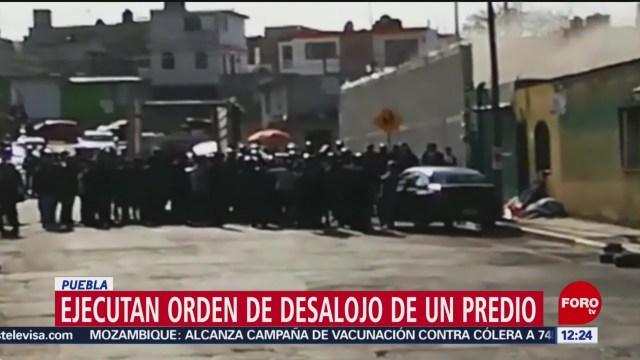 Ejecutan orden de desalojo en un predio de Puebla