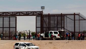 Patrulla fronteriza libera a migrantes que solicitaron asilo en El Paso, Texas