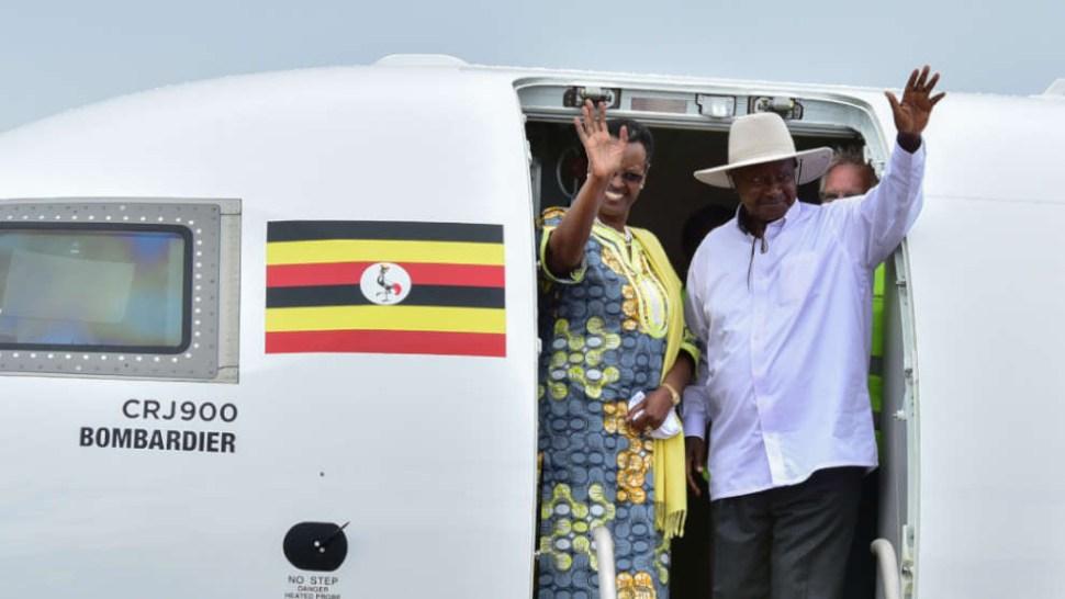 El presidente Museveni junto a su esposa y Primera Dama, Janet Museveni (AFP Archivo)