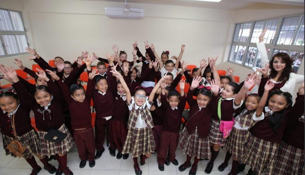 Foto: Niños reciben escuela rehabilitada en Chilpancingo, 30 de abril 2019. Twitter @GuerreroComSoc