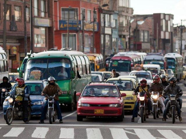 Esta fotografía muestra conductores colombianos durante los primeros años de la década de los 2000 (GettyImages Archivo)