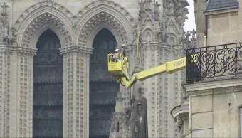 Evalúan daños en la catedral de Notre Dame