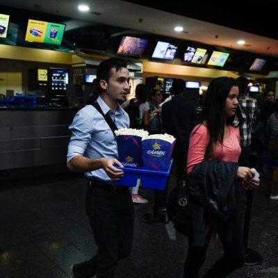¿Cuál crisis? Venezolanos madrugan para ver Avengers: Endgame