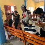 Foto: Miembros de la Cruz Roja Mexicana atienden a varias personas picadas por abejas en Villahermosa, Tabasco. El 19 de abril de 2019