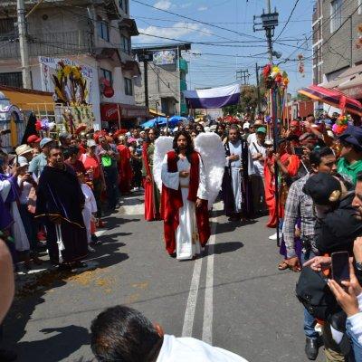 Pasión de Cristo en Iztapalapa; fieles soportan intenso calor