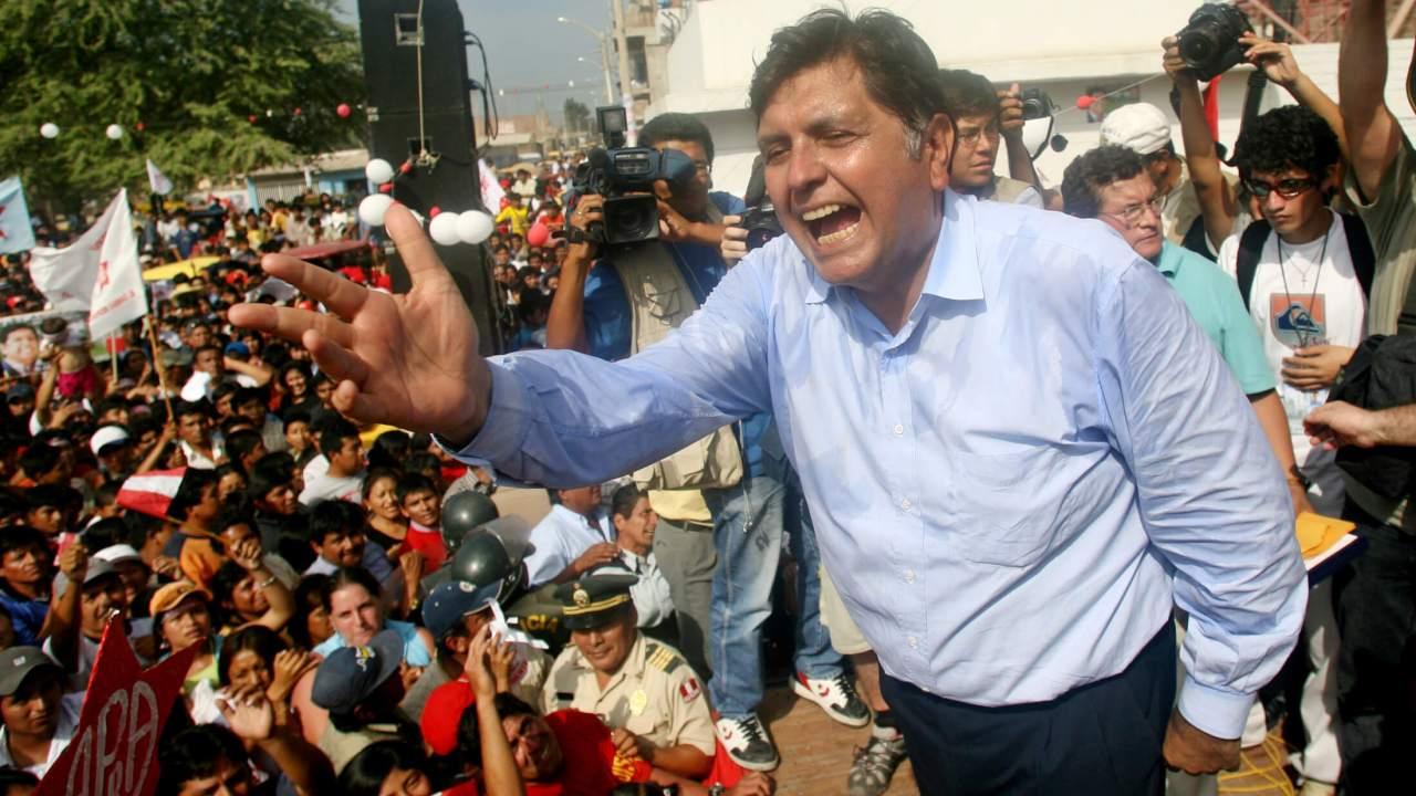 Foto: Alan García habla en un mitin durante la campaña presidencial de 2006 en Perú. El 30 de mayo de 2006