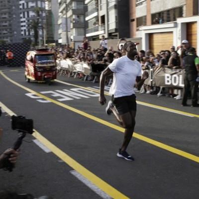 Video: Usain Bolt compite contra mototaxi y le gana