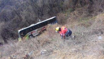 Foto: Un autobús de pasajeros volcó en el municipio de Pilcaya, en Guerrero, México. El 22 de abril de 2019