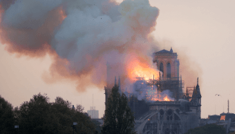 FOTO:Fuerte incendio en la Catedral de Notre Dame. (Reuters)