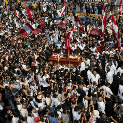 Alan García recibe multitudinaria despedida final en Perú