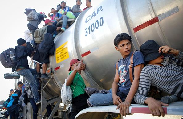 Caravanas migrantes se dividen en Chiapas
