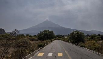 Autoridades y pobladores limpian ruta de evacuación del Popocatépetl